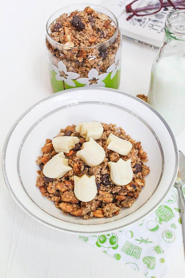 homemade healthy chocolate peanut butter granola